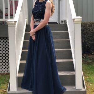 Dresses & Skirts - Elegant navy blue prom dress